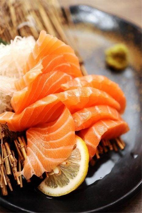El salmón disminuye los cólicos