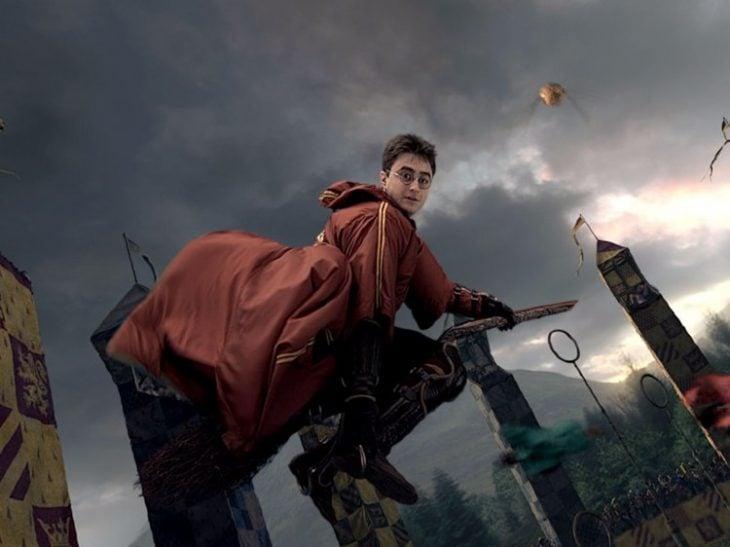 Escena de Harry Potter jugando quidditch