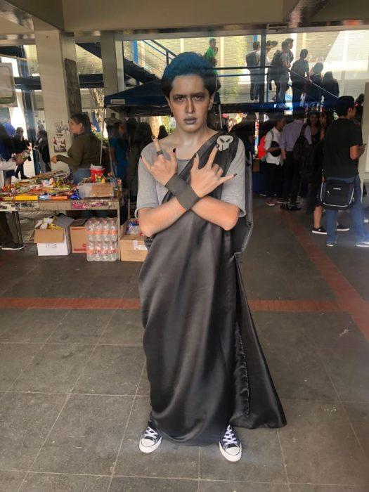 chico disfrazado de Hades