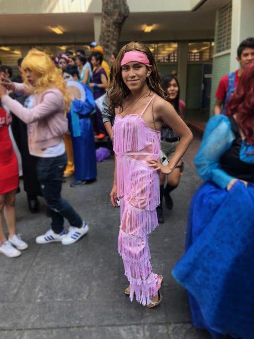 chico disfrazado de Thalía
