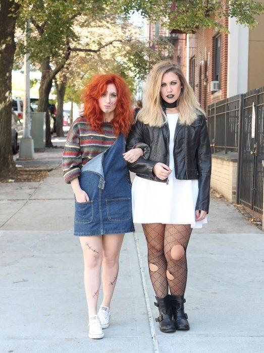 Amigas disfrazadas de Chucky
