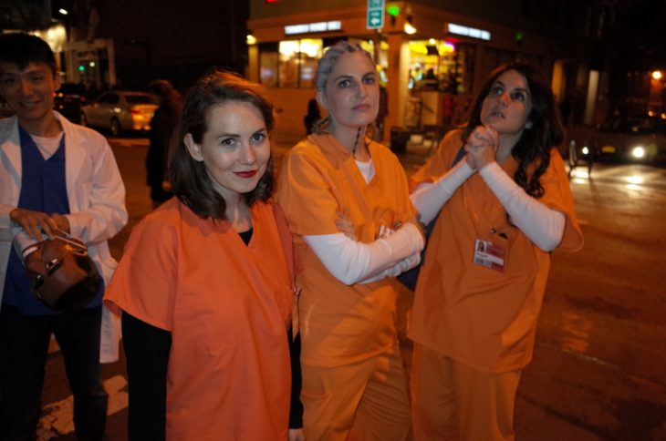 Amigas disfrazadas de Orange is the new black