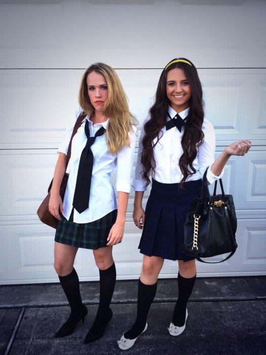 Amigas disfrazadas de Gossip girl