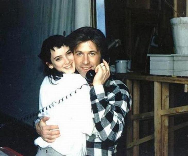 Winona Ryder y Alec Baldwin en el set de Beetlejuice en 1987
