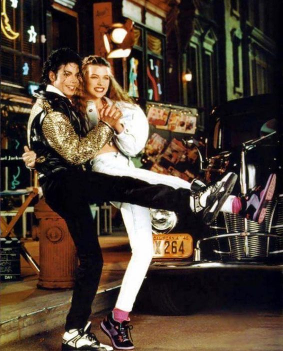 Michael Jackson y Milla Jovovich en un anuncio publicitario de zapatos en 1990