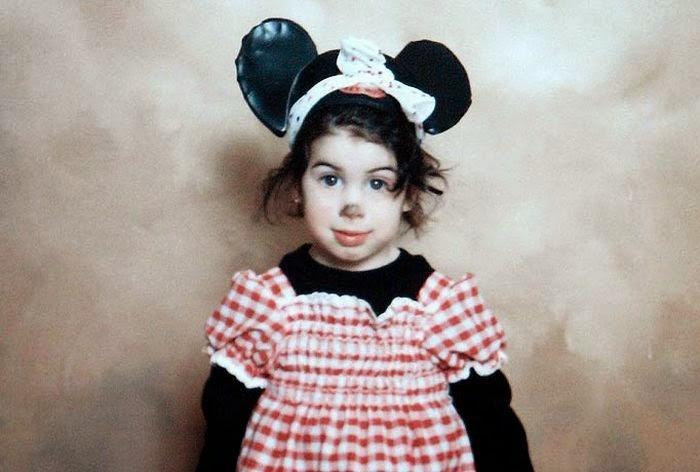 La pequeña Amy Winehouse vestida de Minnie Mouse a la edad de 6 años