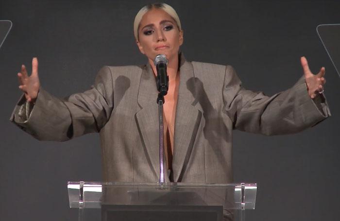 chica dando un discurso