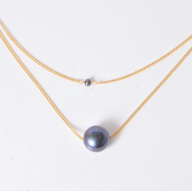 collar de dos perlas negras