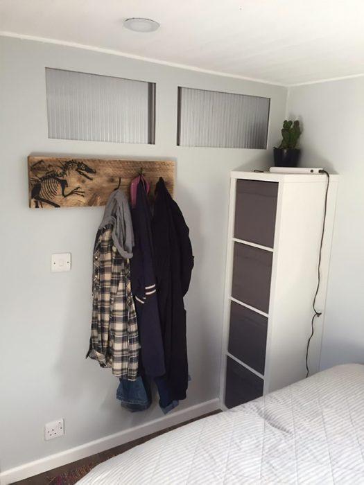 Dormitorio de un camión remodelado para convertirse en una casaa