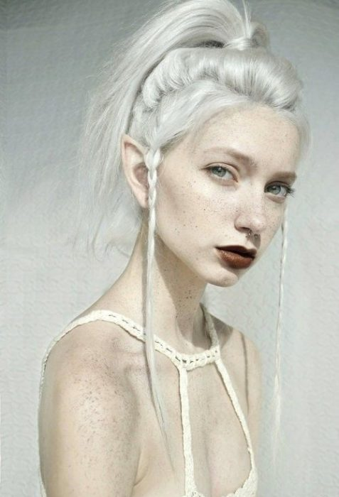 chica con peinado de elfo