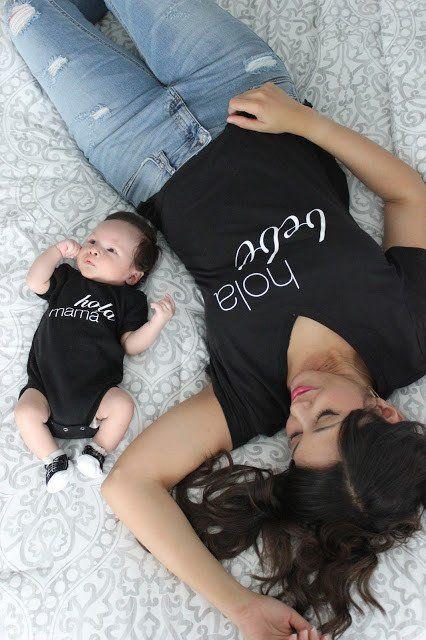 bebé y mamá usando un outfit en conjunto