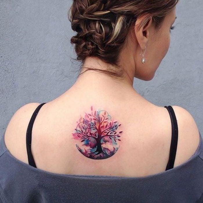 Tatuaje de el árbol de la vida en la espalda