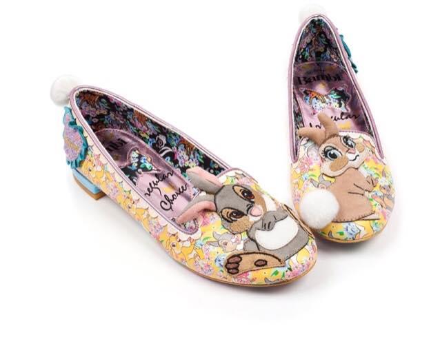 zapatos estilo flats con conejitos