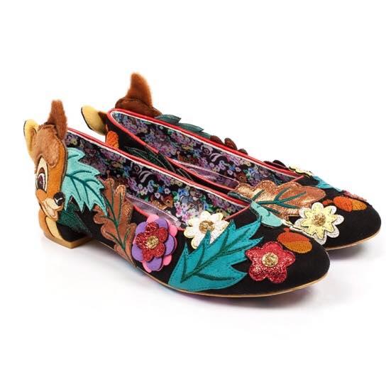 zapatos estilo flats con flores bordadas