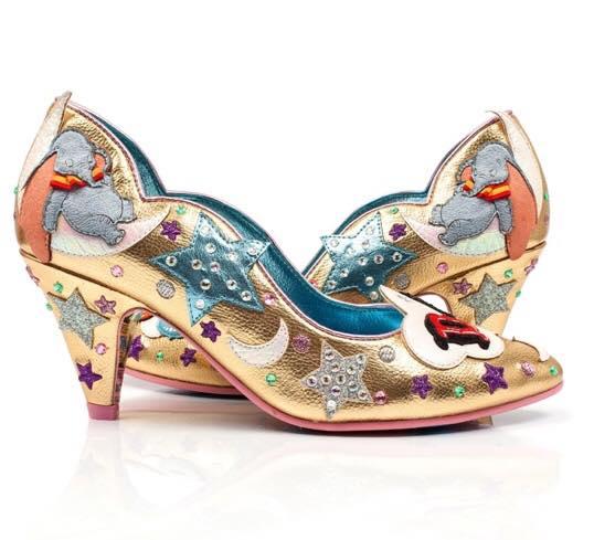 zapatos con tacón corto de color dorado