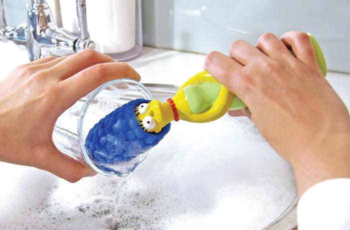 cepillo para vasos en forma de marge simpson
