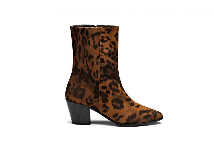 botines con tacón y estampado de leopardo