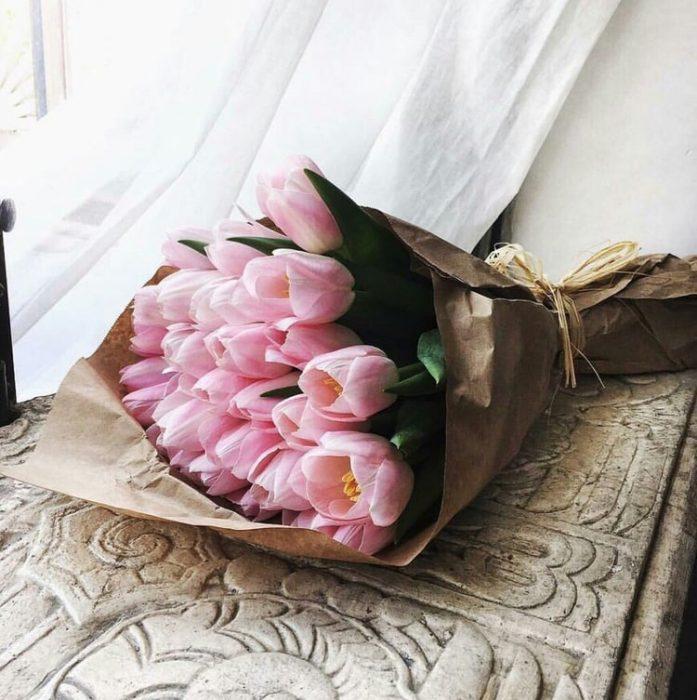 ramo de tulipanes rosa pastel