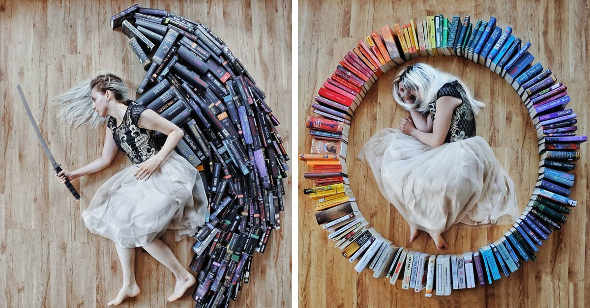 Esta chica no usa los libros solo para leer, también para recrear sus escenas favoritas