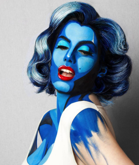 mujer con maquillaje de marylin art pop