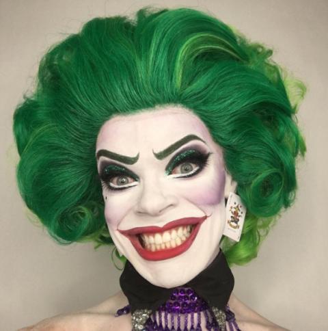 mujer guasón con cabello verde