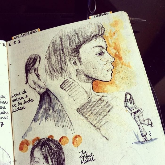 cuaderno con dibujo de una mujer de perfil