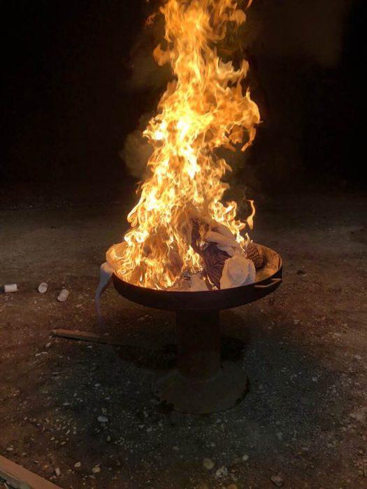 vestido aridendo en llamas