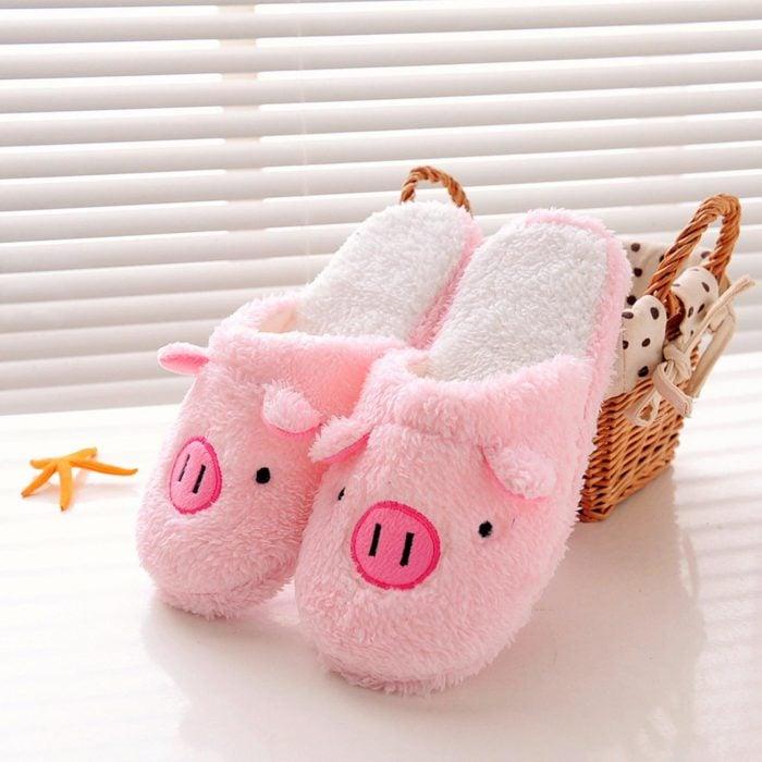 Par de pantuflas calientitas en forma de cerdo