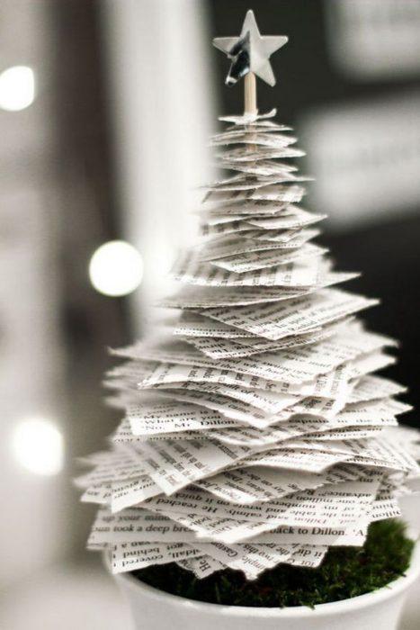 árbol de Navidad fabricado con papel