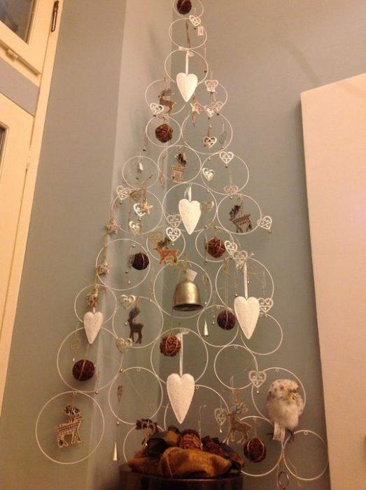 árbol de Navidad fabricado con esferas