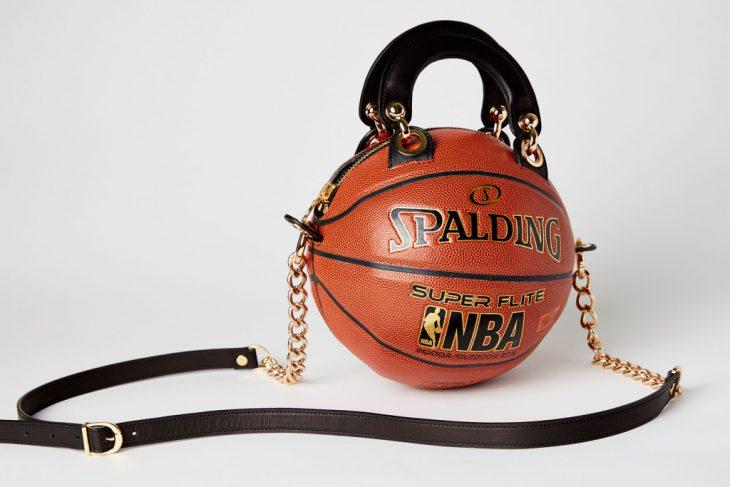 Bolso hecho con pelota de basqetbol