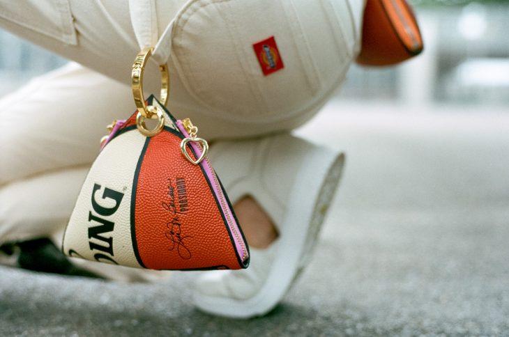 Monederos hechos con pelotas deportivas