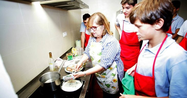 hombres en clases de cocina