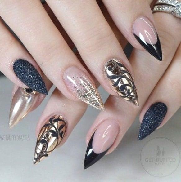 Uñas de pico en color negro con gris
