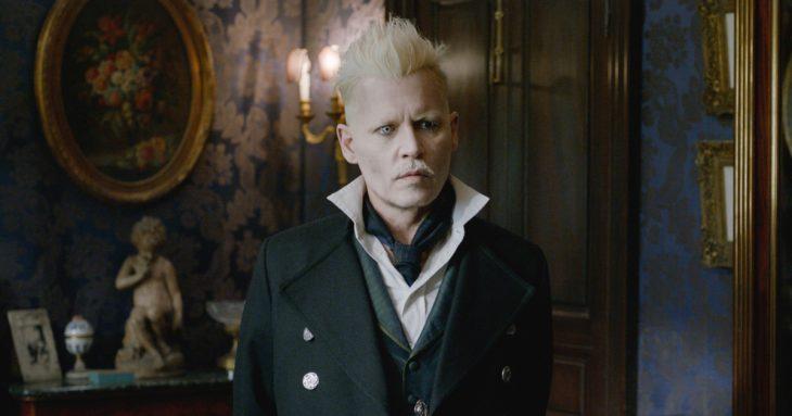 hombre con cabello rubio claro