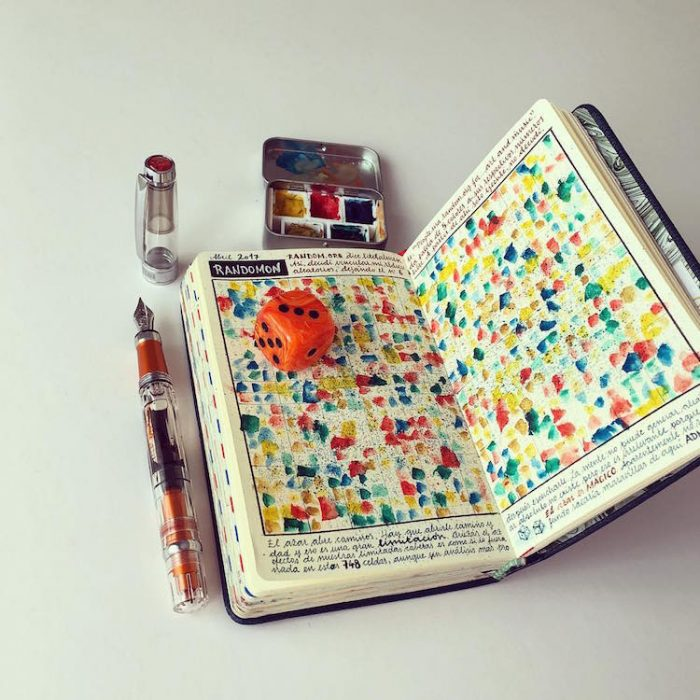 manchas de colores en un cuaderno