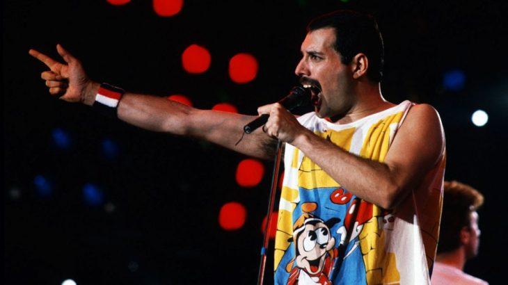 Freddie Mercury durante un concierto