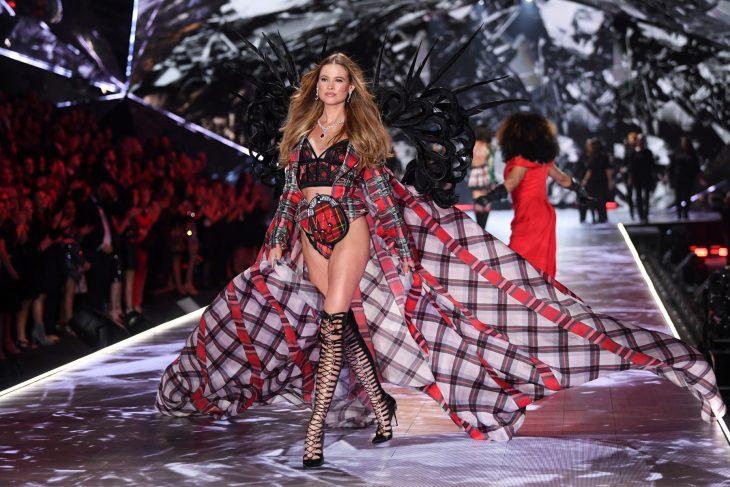 Behati Prinsloo en el desfile e Victoria's Secret 2018