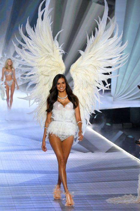 Gizele Oliveira en el desfile de Victoria's Secret 2018