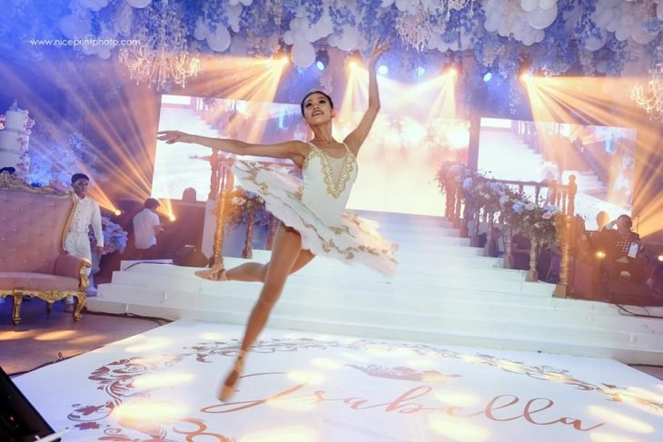mujer bailarina de ballet en fiesta