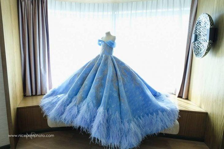 vestido de niña azul de princesa
