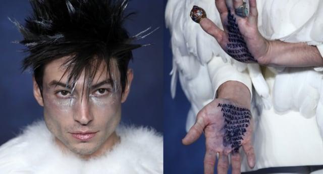 hombre con maquillaje plateado y manos abiertas
