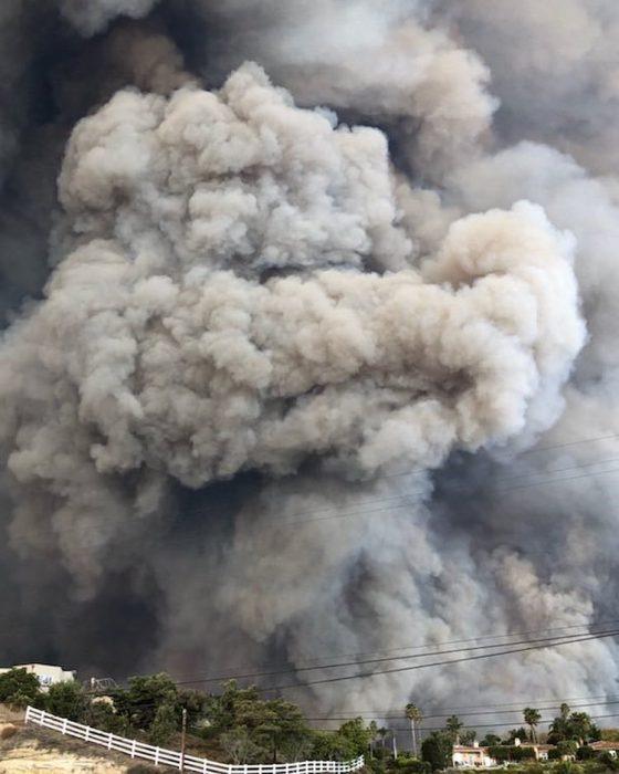 nube de humo tras incendio