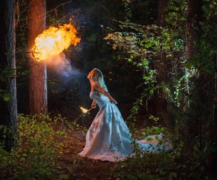 Novia lanzando fuego el día de su boda