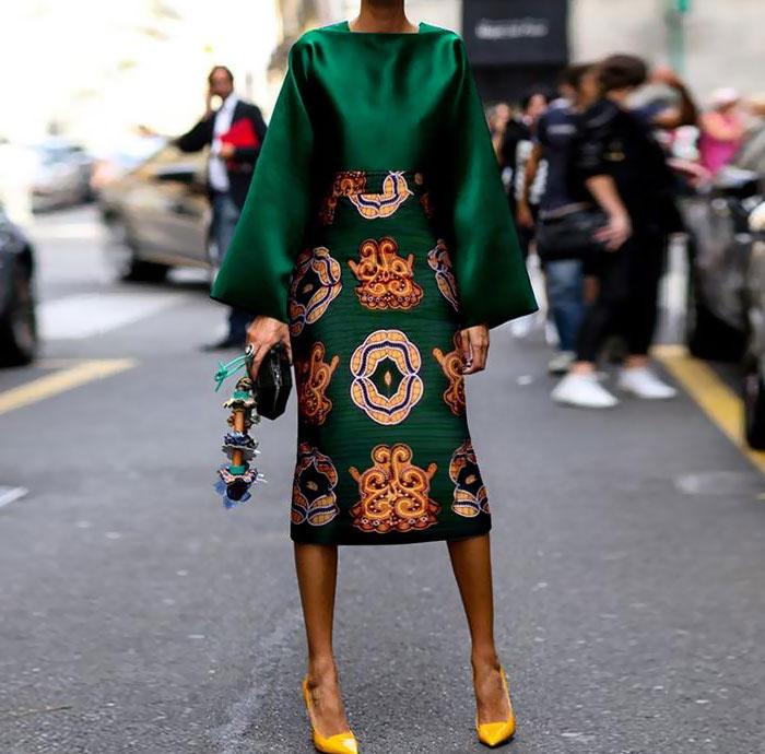 Vestido de color verde con estampados