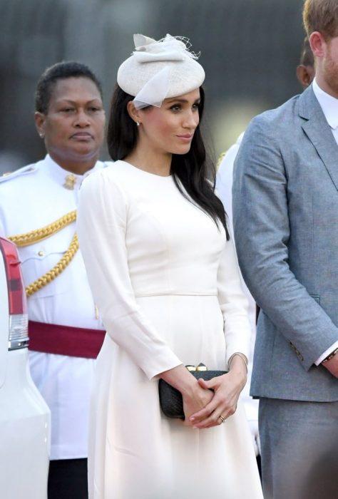 Meghan Markle embarazada luciendo su panza