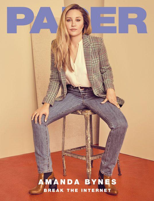 Amanda Bynes posando para la revista Paper