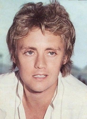 hombre rubio de ojos azules guapo