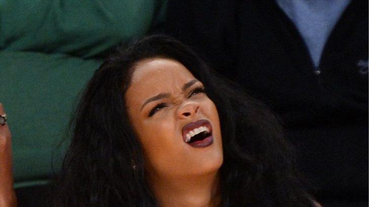Rihanna haciendo cara de confundida