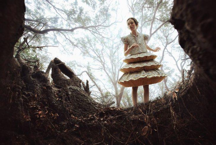 Chica usando un vestido durante una sesión de fotos de cuento